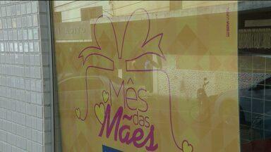 Comerciantes apostam nas vendas para o dia das mães em Campina Grande - O objetivo é superar a crise econômica.