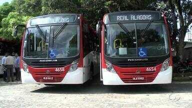 10 ônibus novos foram entregues para melhorias no transporte público de Maceió - Os veículos fazem parte do primeiro lote, que corresponde aos 20% da renovação da frota e estão identificados pelo novo sistema de cores, que indica a região atendida por cada um.