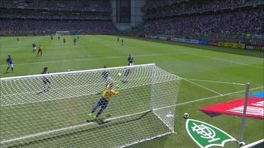 Robinho tenta marcar, de cabeça, e Fábio salva o Cruzeiro no clássico - Robinho tenta marcar, de cabeça, e Fábio salva o Cruzeiro no clássico - vote na defesa mais bonita do Troféu Globo Minas