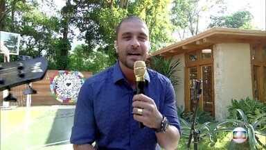 Diogo Nogueira abre o programa com muito samba - Apresentadores mostram o que vai rolar no 'É de Casa' deste sábado