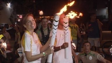 Poliana Abritta participa do revezamento da Tocha Olímpica - Apresentadora do Fantástico carregou a tocha em Brasília. Veja onde estava a Chama Olímpica neste domingo (8).