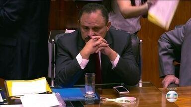 Deputado Waldir Maranhão enfrenta resistências para presidir Câmara - Waldir Maranhão é investigado em três inquéritos no Supremo. Os deputados da oposição são contra a permanência dele na presidência da Câmara. Eles querem nova eleição.
