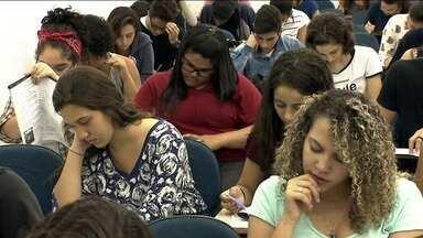 Começam nesta segunda (9) as inscrições para o Enem - Na primeira hora, 72 mil candidatos se inscreveram para o exame. É o início da corrida pra quem quer entrar em uma universidade.
