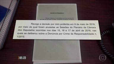 Decisão sobre cancelamento de impeachment é revogada - Presidente interino da Câmara dos Deputados Waldir Maranhão (PP-MA) voltou atrás nesta madrugada e revogou o ato que cancelava a votação do processo de impeachment da presidente Dilma. O clima em Brasília ainda é tenso e confuso.