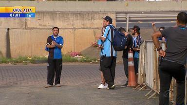 Esporte: torcedores protestam em treino de Grêmio por má atuação - Assista ao vídeo.
