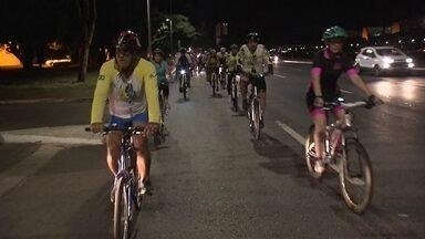 Bicicleta é um dos focos da campanha Maio Amarelo - Quem gosta de pedalar à noite costuma seguir uma regra: nunca sair sozinho. É um jeito de se proteger de ciclovias mal feitas e mal planejadas. E que às vezes nem interligadas são entre os principais trechos.