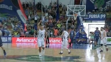 Bauru e Brasília se enfrentam no basquete nesta terça-feira - As equipes de Bauru e Brasília voltam a se enfrentar nesta terça-feira (10), pelo terceiro jogo dos playoffs da semifinal do NBB, no ginásio Panela de Pressão.