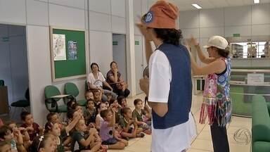 Adultos e crianças se encantam com feira de livros em Três Lagoas - Evento conta com oficinas de origami e música.