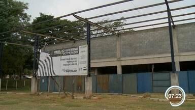 Obras da rodoviária de Vargem estão paradas há três anos - Quem precisa de ônibus intermunicipal precisa ir até Bragança Paulista