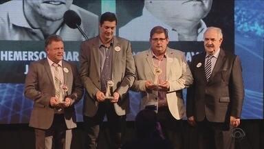Cerimônia premia os destaques do Catarinense em 2016; Roberto Alves comenta - Cerimônia premia os destaques do Catarinense em 2016; Roberto Alves comenta