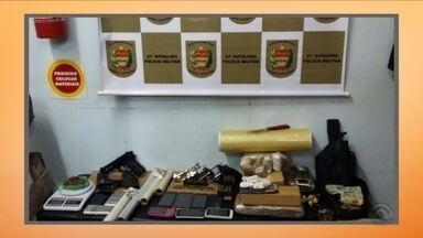 PM apreende armas, munições e 7kg de maconha no Norte da Ilha; 6 foram presos - PM apreende armas, munições e 7kg de maconha no Norte da Ilha; 6 foram presos