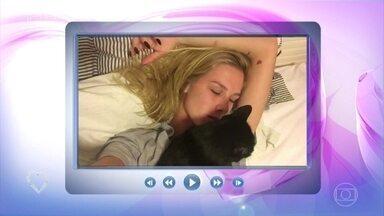 Fiorella Mattheis conta a história de adoção da gatinha preta Mia - Atriz lamenta que ainda exista preconceito contra os gatos pretos e diz que Mia trouxe muita sorte para sua vida