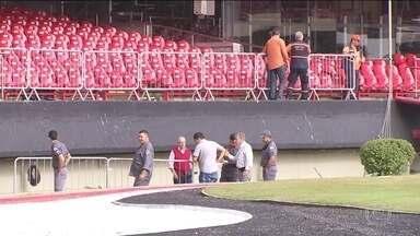 Estádio do Morumbi é interditado - O 2º Batalhão de Polícia de Choque, responsável pela segurança dos estádios, suspendeu o laudo que permitia o funcionamento do estádio do São Paulo depois da avaliação feita pelos bombeiros.