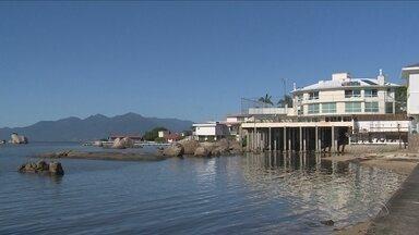 Construções de propriedades particulares dividem praias de Florianópolis - Construções de propriedades particulares dividem praias de Florianópolis