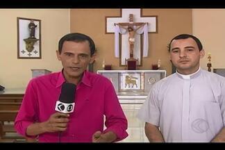 Fiéis se reúnem para celebração de Pentecostes em Ituiutaba - Cerimônia de Pentecostes acontece neste domingo (15). Confira a preparação dos fiéis.
