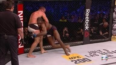 Maurício Shogun vence Corey Anderson pelo UFC 198 - Por decisão dividida, Shogun vence Corey Anderson.