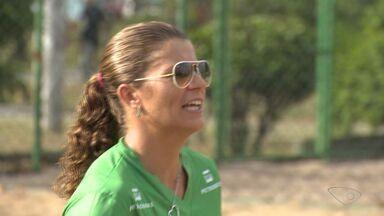 Medalhista Olímpica, Larissa pausa treino para conhecer projeto social no ES - A atleta capixaba do vôlei vai competir pelo Brasil nos Jogos Olímpicos.