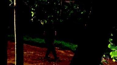 Polícia do RS confirma depoimento de novas vítimas de homem que cumpria pena por estupros - A polícia confirmou o depoimento de três novas vítimas de um homem, que cumpria pena por estupros, cometidos há mais de 10 anos. À época dos novos crimes, ele estava em regime aberto, morando na própria casa.