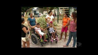 Crianças com necessidades especiais de Sooretama não tem transporte adequado, Norte do ES - Prefeitura disse que problema será resolvido na próxima semana.