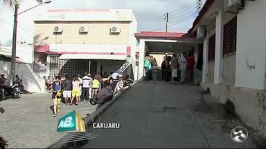 Pacientes reclamam da falta de medicação na Secretaria de Saúde de Caruaru - Pessoas não podem pagar alto valor dos remédios.