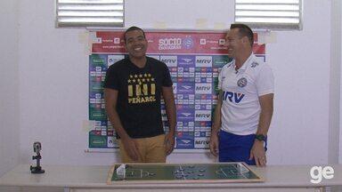 Doriva demonstra esquema tático do Bahia através de brincadeira de futebol de botão - Globoesporte.com/ba traz especial com os técnicos do Bahia e do Vitória.
