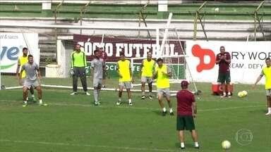 Fluminense aposta em mudança de posições contra o Santa Cruz pelo Brasileirão - Lateral-direito Wellington Silva tem tido bom desempenho no lado esquerdo.