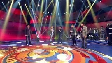 Wagner Barreto e Bruno & Marrone cantam 'Desculpe mas eu vou chorar' - Chitãozinho & Xororó também apoiam o campeão do The Voice Kids
