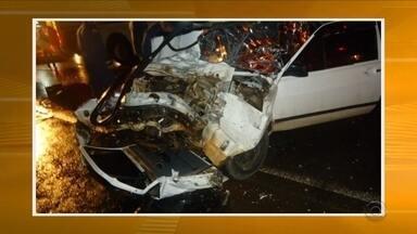 Batida entre ônibus de turismo e carro deixa morto e feridos no Oeste de SC - Batida entre ônibus de turismo e carro deixa morto e feridos no Oeste de SC