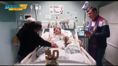Casal comemora 50 anos de casado em UTI de hospital de Cascavel - Comemoração teve até padre e renovação dos votos