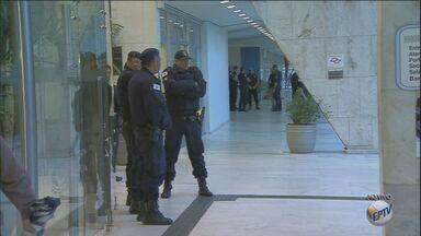 Funcionários públicos fazem greve em Campinas - O movimento começou na manhã desta segunda.