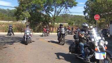 Motociclistas se reúnem para fazer doação de agasalhos em São José dos Campos - Evento aconteceu na zona leste neste domingo.