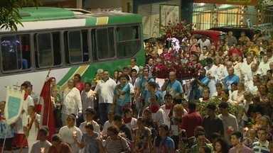Em Manaus, fiéis celebram Santa Rita de Cássia - Devotos participaram de caminhada.