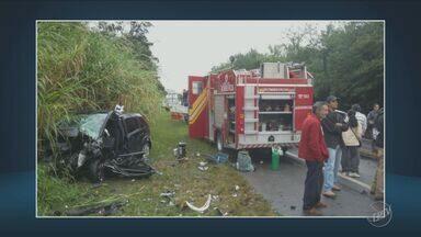 Acidente deixa um morto e um ferido em Lindóia - Foi entre dois carros e um ônibus.