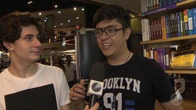 Fenômenos da internet: dupla Pak e Mike lança livro em Salvador - Youtubers e escritores; conheça a dupla que tem milhões de seguidores na internet.