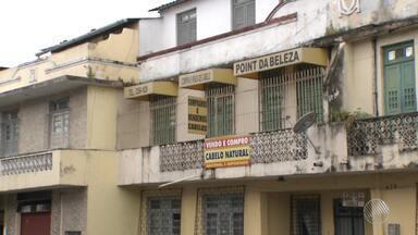 Dono de loja que vende cabelos é baleado durante assalto na Liberdade - Com o tiro, o comerciante perdeu a visão de um dos olhos; uma mulher foi presa.