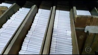 Treze suspeitos de produzir e vender cigarros falsificados são presos em SP - O cigarro que chega do Paraguai é livremente vendido nas ruas . Os criminosos estão com menos trabalho: falsificam o cigarro clandestino em São Paulo.