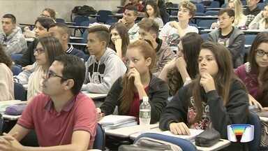 Cursinhos de São José dos Campos criam turmas específicas para o Enem - Exame está ganhando importância junto aos alunos