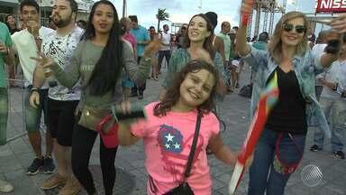 Tocha Olímpica é recebida com festa e shows em Salvador - A tocha passou por vários pontos turísticos da capital baiana.