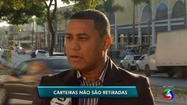 Carteiras de trabalho são esquecidas nas agências do Sine - Mais de 400 carteiras de trabalho estão esquecidas nas agências do Sine de Cuiabá.