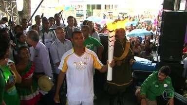 Tocha Olímpica continua a circular por cidades da Bahia - A chama olímpica foi para Feira de Santana e teve que enfrentar uma chuvinha no percurso pela cidade. Em seu 23º dia de revezamento, a tocha passou por ainda mais três cidades baianas.