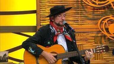 Juliano Javoski encerra o Galpão com seus sucessos - Assista ao vídeo.