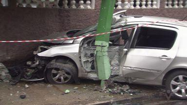 Homem morre em acidente na Vila São Jorge - Veículo bateu em um ponto de ônibus.