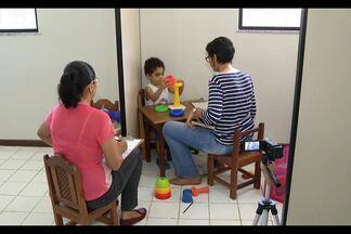 Na capital, ONG Amora orienta famílias de crianças com autismo - Serviços são oferecidos gratuitamente e incluem o aperfeiçoamento de profissionais que lidam com o transtorno.