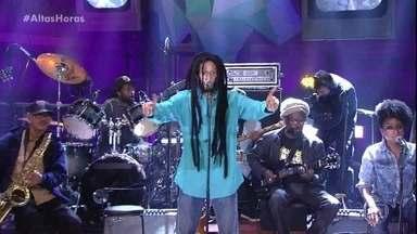 The Wailers Reunion & Julian Marley cantam clássico de Bob Marley - Músicos se apresentam com One Love/People get ready