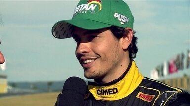 Marcos Gomes vence a primeira corrida e Galid Osman, a segunda da terceira etapa da Stock - Na classificação final da etapa de Goiânia, Marcos ficou em primeiro lugar com 59 pontos, seguido de Felipe Fraga e Rubens Barrichello.