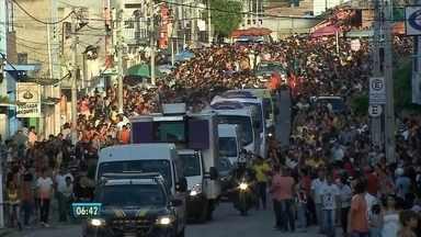 Moradores de Garanhuns e Lajedo, no Agreste, recebem com festa a tocha olímpica - Símbolo da competição internacional passou pelas duas cidades durante o dia e chegou a Caruaru na noite de segunda-feira (31).