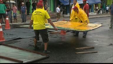 Chuva em João Pessoa provoca transtornos em vários pontos da cidade - Parte do asfalto da Av. Padre Azevedo cedeu.