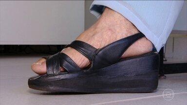 Palmilha pode ajudar quem tem diferença no comprimento das pernas - Sapatos adaptados são opção para quem tem diferença de membros.