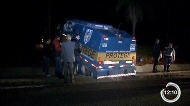 Criminosos tentaram roubar dois carros fortes na rodovia Dom Pedro - Crime foi entre Atibaia e Jarinú.