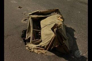 Buracos nas ruas de Belém representam riscos para pedestres e motoristas - Atenção deve ser redobrada após a incidência de chuvas, já que muitos dos buracos ficam, na maioria das vezes, encobertos pela água.